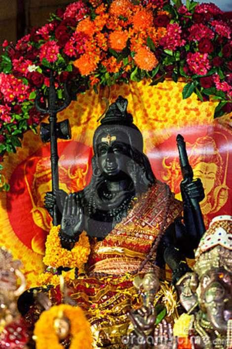decorated-shiva-statue-16541643