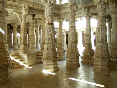 798px-Ranakpur-Jain-Marble-Temple-pillars-Frescoes-Apr-2004-02
