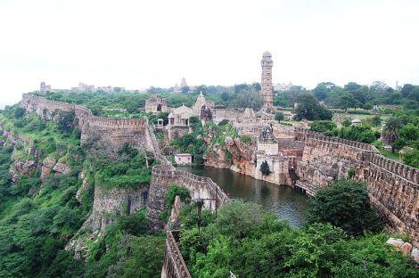 800px-Chittorgarh_fort